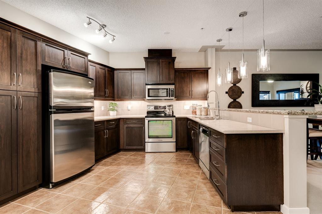 Main Photo: 318 10 Discovery Ridge Close SW in Calgary: Discovery Ridge Apartment for sale : MLS®# A1042109