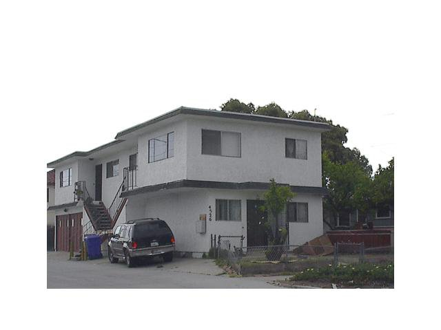 Main Photo: PACIFIC BEACH Home for sale or rent : 1 bedrooms : 4526 Haines #C in San Diego