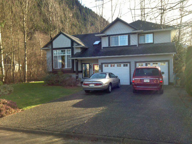 """Main Photo: 536 COTTONWOOD Avenue: Harrison Hot Springs House for sale in """"HARRISON HOT SPRINGS VILLAGE"""" : MLS®# H1400262"""
