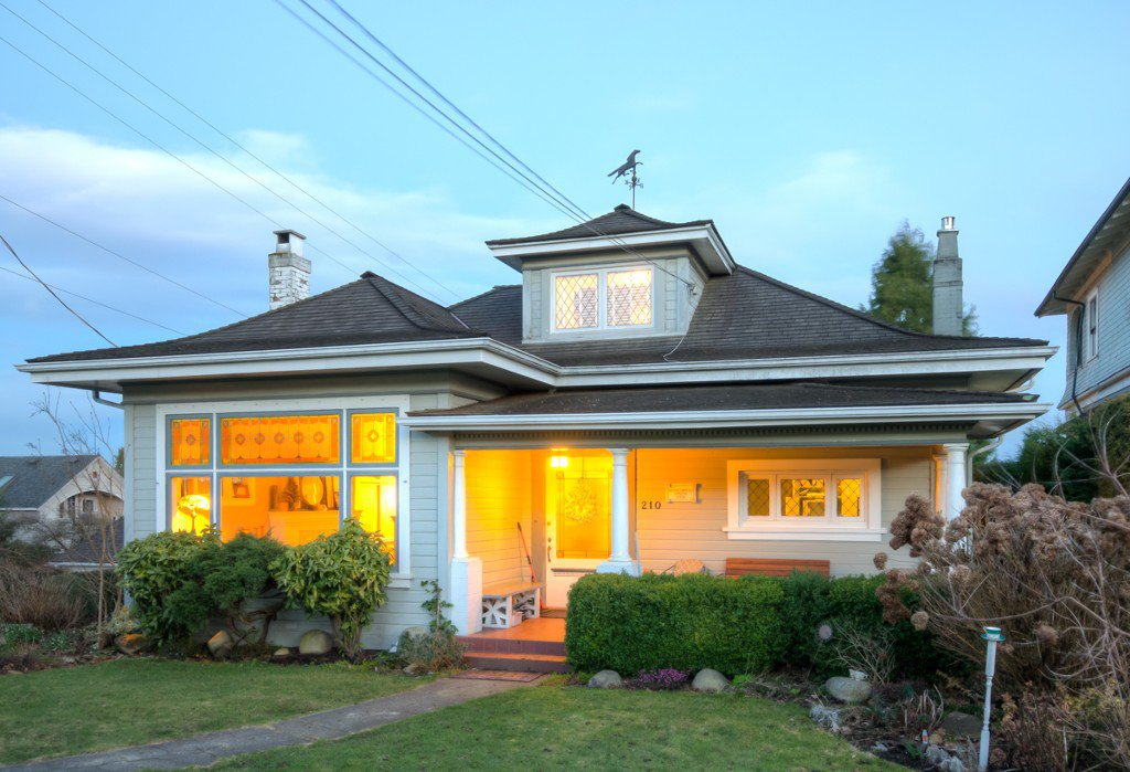 "Main Photo: 210 QUEENS Avenue in New Westminster: Queens Park House for sale in ""QUEEN'S PARK"" : MLS®# V1053899"