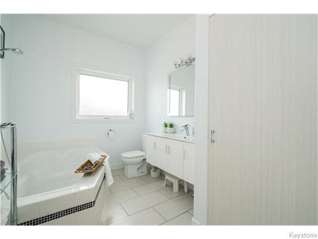 Photo 12: Photos: 217 OAK PARK Drive in KLEEFELD: Manitoba Other Residential for sale : MLS®# 1524445