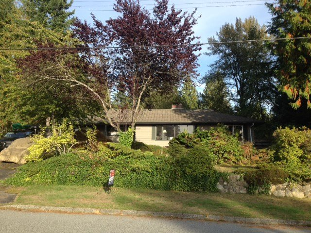 Photo 2: Photos: 4424 SKYLINE Drive in NORTH VANC: Forest Hills NV House for sale (North Vancouver)  : MLS®# R2002318