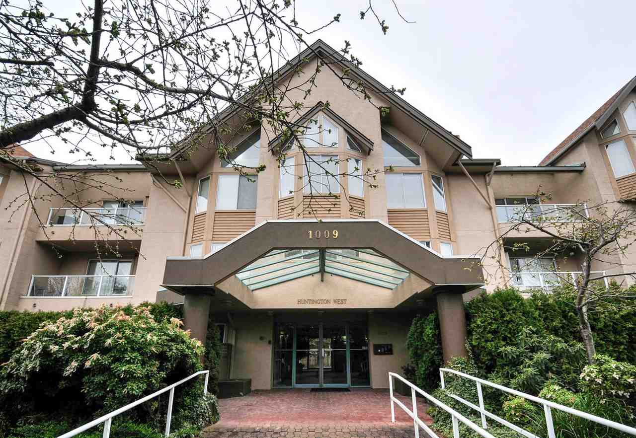 "Main Photo: 112 1009 HOWAY Street in New Westminster: Uptown NW Condo for sale in ""HUNTINGTON WEST"" : MLS®# R2045369"