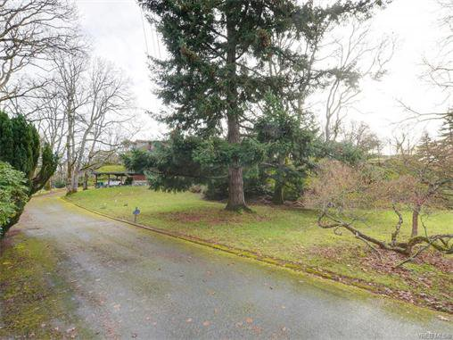 Main Photo: 1542 ATHLONE Dr in VICTORIA: SE Cedar Hill House for sale (Saanich East)  : MLS®# 746497