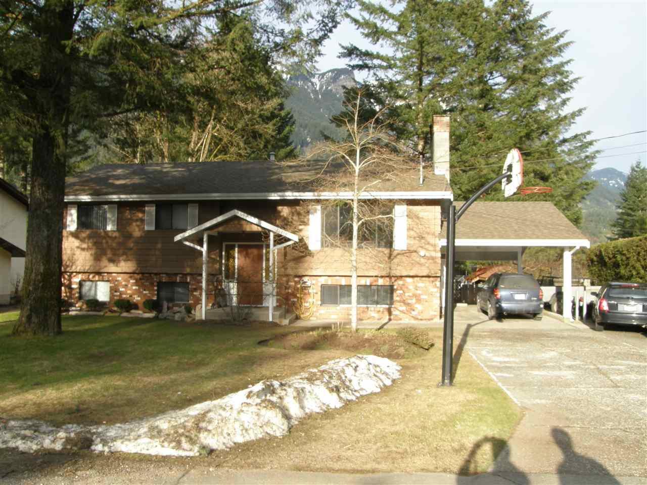 Main Photo: 21214 MOUNTVIEW Crescent in Hope: Hope Kawkawa Lake House for sale : MLS®# R2149431