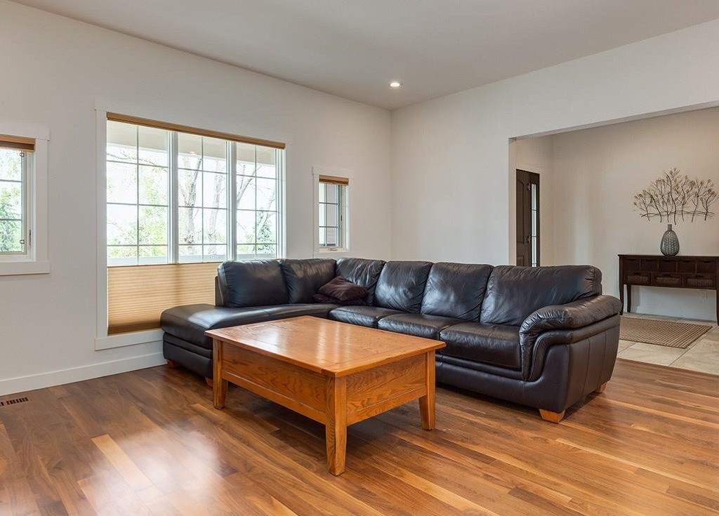 Photo 8: Photos: 27 CORNWALLIS Drive NW in Calgary: Cambrian Heights House for sale : MLS®# C4123096
