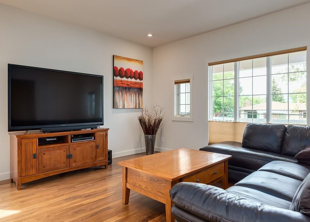 Photo 7: Photos: 27 CORNWALLIS Drive NW in Calgary: Cambrian Heights House for sale : MLS®# C4123096