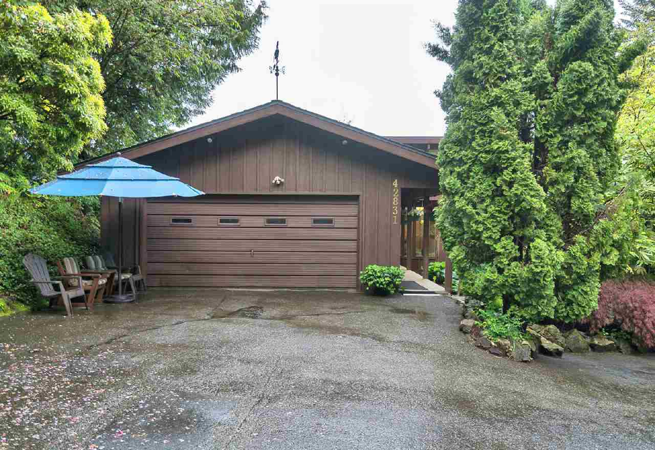 "Photo 1: Photos: 42831 OLD ORCHARD Road in Chilliwack: Chilliwack Mountain House for sale in ""CHILLIWACK MOUNTAIN"" : MLS®# R2202760"