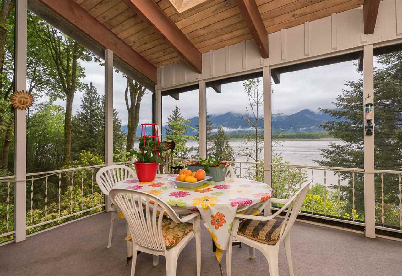 "Photo 3: Photos: 42831 OLD ORCHARD Road in Chilliwack: Chilliwack Mountain House for sale in ""CHILLIWACK MOUNTAIN"" : MLS®# R2202760"
