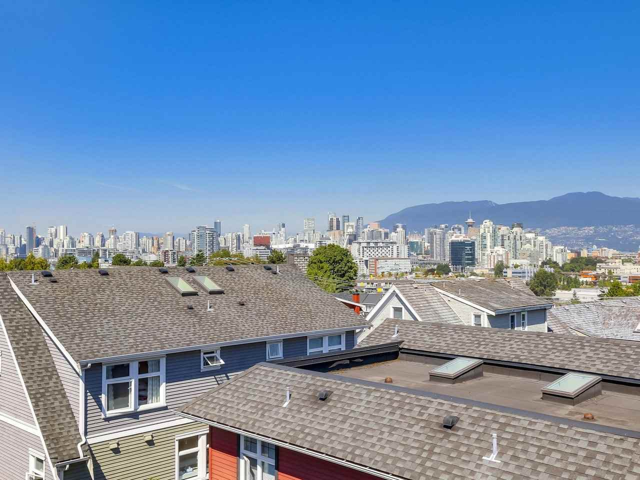 "Photo 19: Photos: 517 E 7TH Avenue in Vancouver: Mount Pleasant VE Townhouse for sale in ""THE VANTAGE"" (Vancouver East)  : MLS®# R2203934"