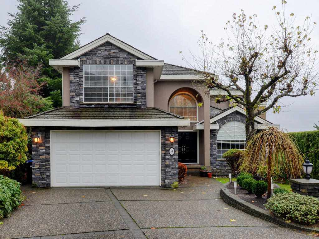 "Main Photo: 9 GREYSTONE Place in Port Moody: Heritage Mountain House for sale in ""Heritage Mountain"" : MLS®# R2257446"