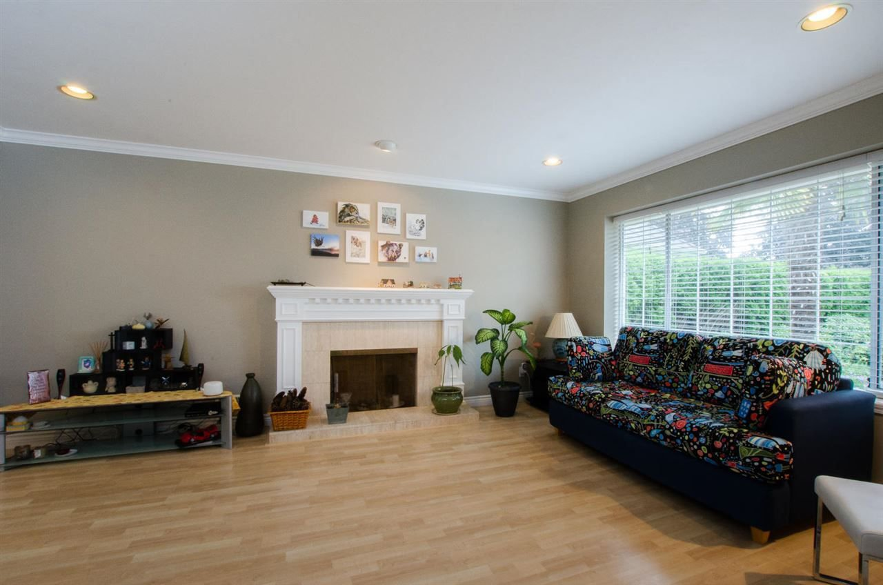 "Photo 3: Photos: 6159 45 Avenue in Delta: Holly House for sale in ""Sunrise"" (Ladner)  : MLS®# R2284913"