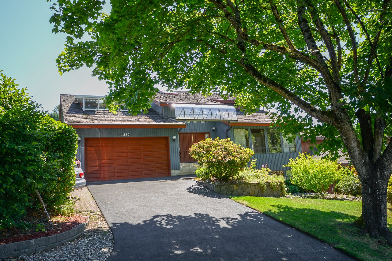 Main Photo: 1230 PHILLIPS Avenue in Burnaby: Simon Fraser Univer. House for sale (Burnaby North)  : MLS®# R2288510