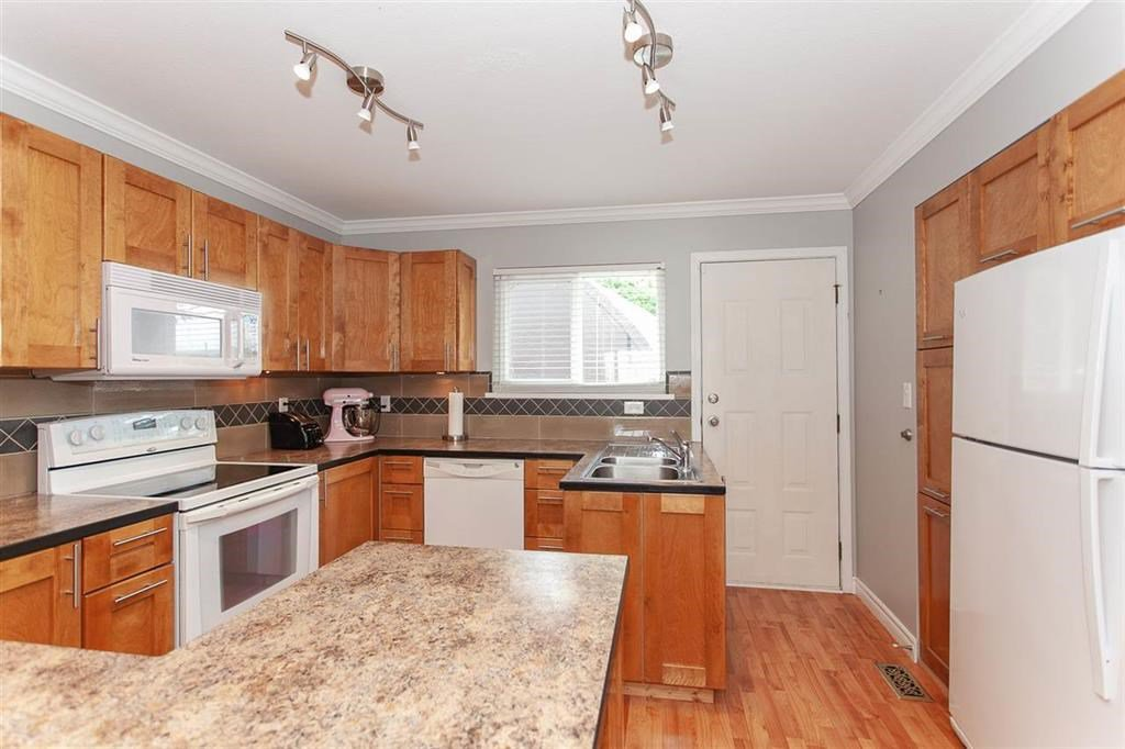 Photo 3: Photos: 31382 WINDSOR Court in Abbotsford: Poplar House for sale : MLS®# R2329823
