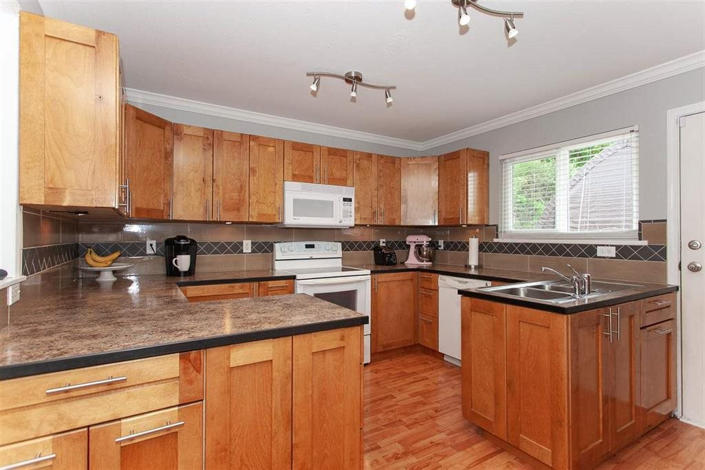 Photo 2: Photos: 31382 WINDSOR Court in Abbotsford: Poplar House for sale : MLS®# R2329823