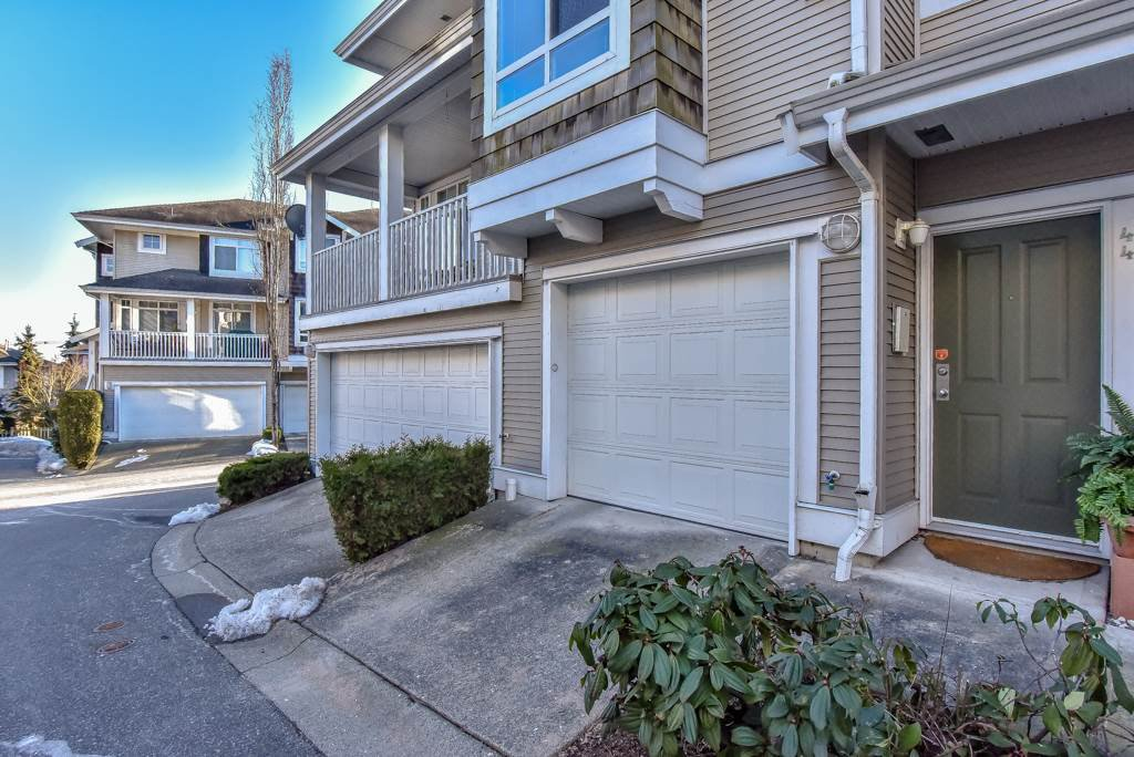 "Main Photo: 44 15030 58 Avenue in Surrey: Sullivan Station Townhouse for sale in ""SUMMERLEAF"" : MLS®# R2343281"