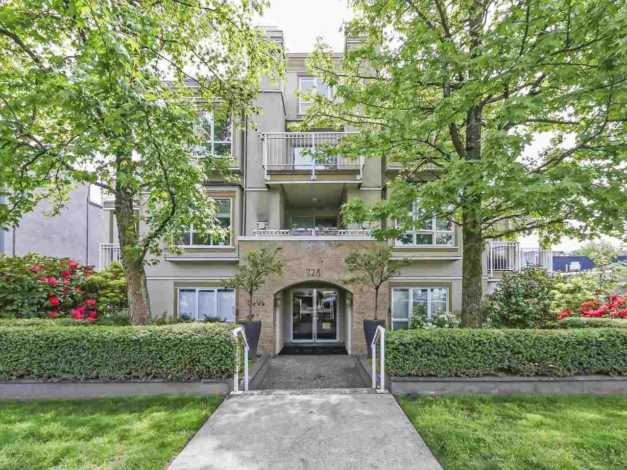"""Main Photo: 301 228 E 14TH Avenue in Vancouver: Mount Pleasant VE Condo for sale in """"DeVa"""" (Vancouver East)  : MLS®# R2371340"""