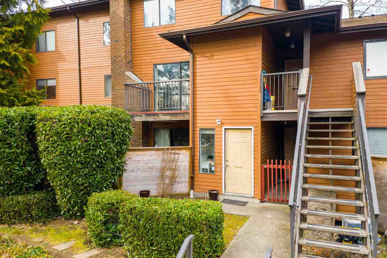 """Main Photo: 810 10620 150 Street in Surrey: Guildford Townhouse for sale in """"Lincoln's Gate"""" (North Surrey)  : MLS®# R2379781"""
