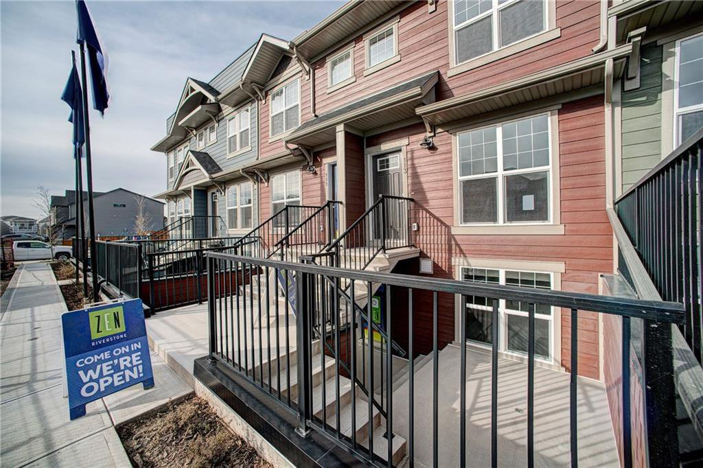 Main Photo: 122 Cranbrook Square SE in Calgary: Cranston Row/Townhouse for sale : MLS®# C4256095