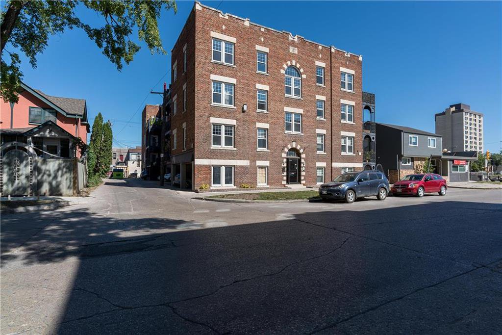 Main Photo: 15 477 Wardlaw Avenue in Winnipeg: Osborne Village Condominium for sale (1B)  : MLS®# 202019250