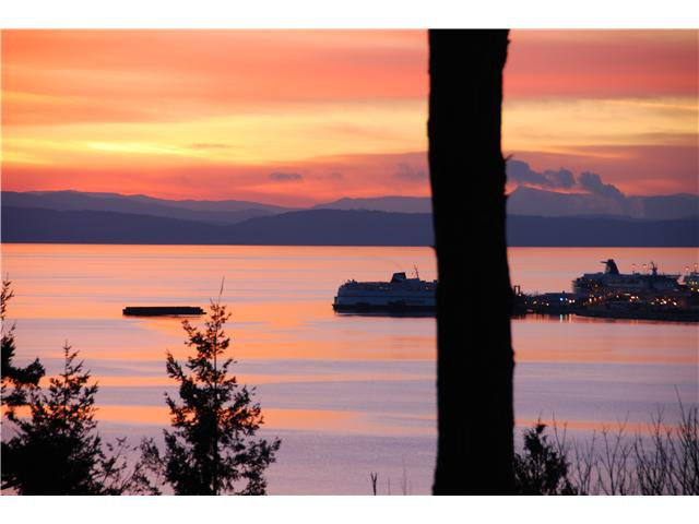 Main Photo: 731 ENGLISH BLUFF Road in Tsawwassen: English Bluff House for sale : MLS®# V1055207