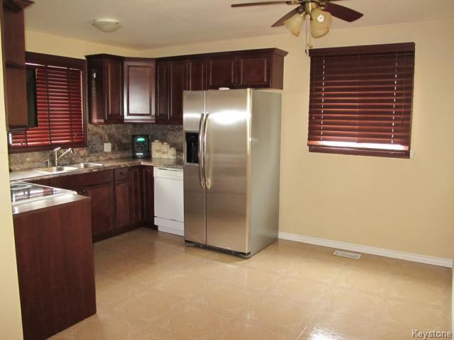 Photo 8: Photos:  in WINNIPEG: St Vital Residential for sale (South East Winnipeg)  : MLS®# 1425921