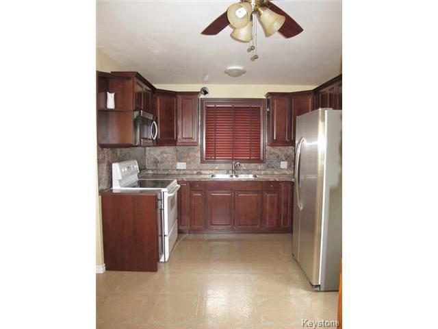 Photo 9: Photos:  in WINNIPEG: St Vital Residential for sale (South East Winnipeg)  : MLS®# 1425921