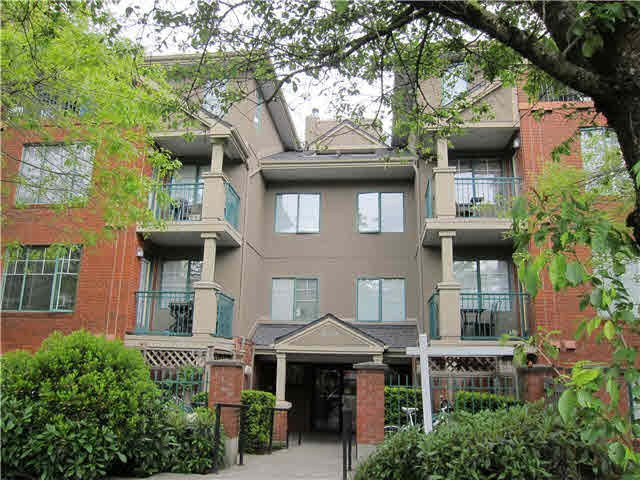 """Main Photo: 302 929 W 16TH Avenue in Vancouver: Fairview VW Condo for sale in """"OAKVIEW GARDEN"""" (Vancouver West)  : MLS®# V1122084"""