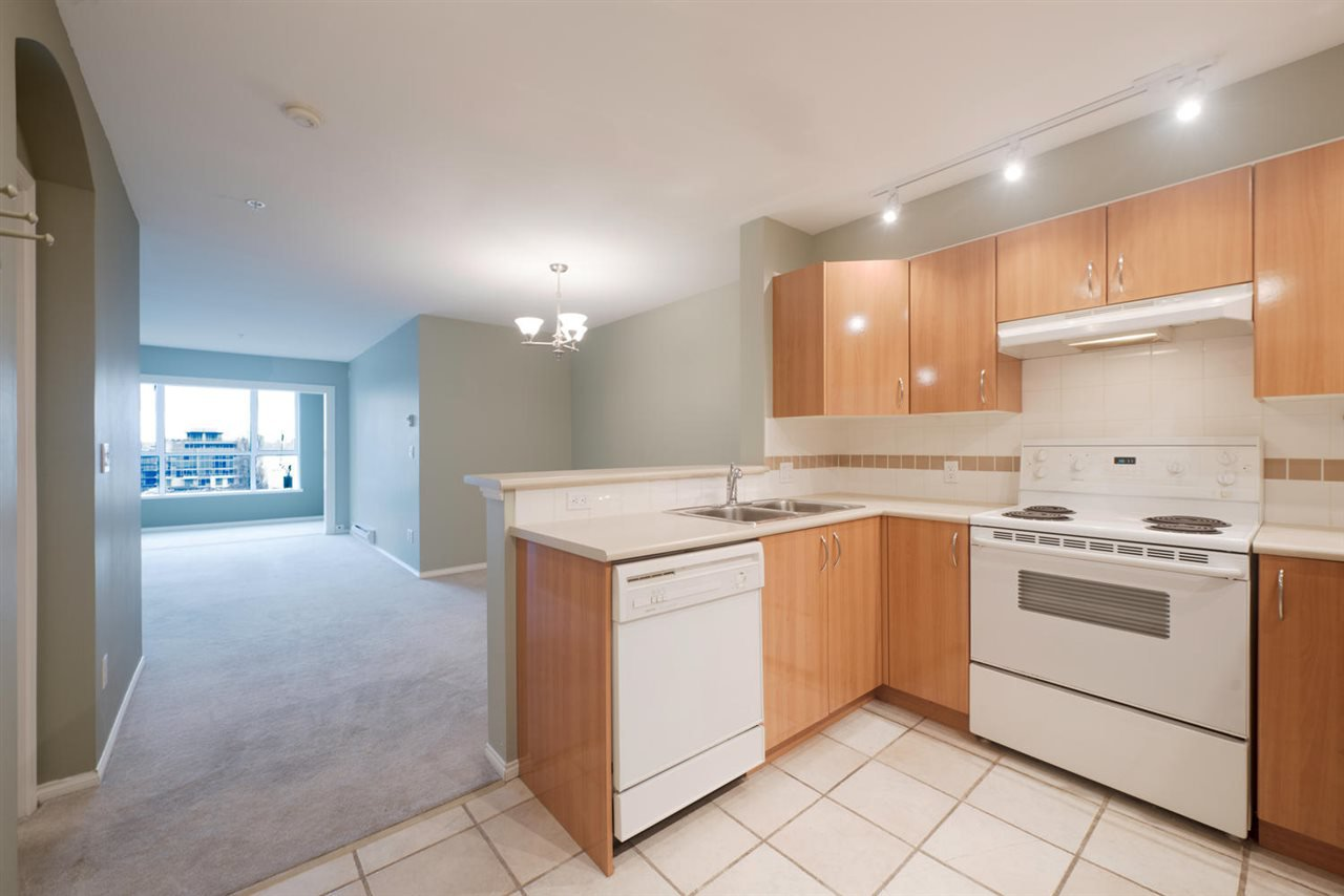 "Main Photo: 309 155 E 3RD Street in North Vancouver: Lower Lonsdale Condo for sale in ""The Solano"" : MLS®# R2022849"