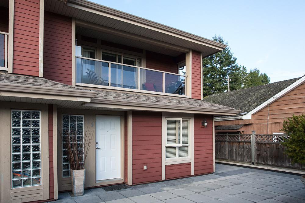 "Main Photo: 9 14921 THRIFT Avenue: White Rock Townhouse for sale in ""Nicole Place"" (South Surrey White Rock)  : MLS®# R2036122"