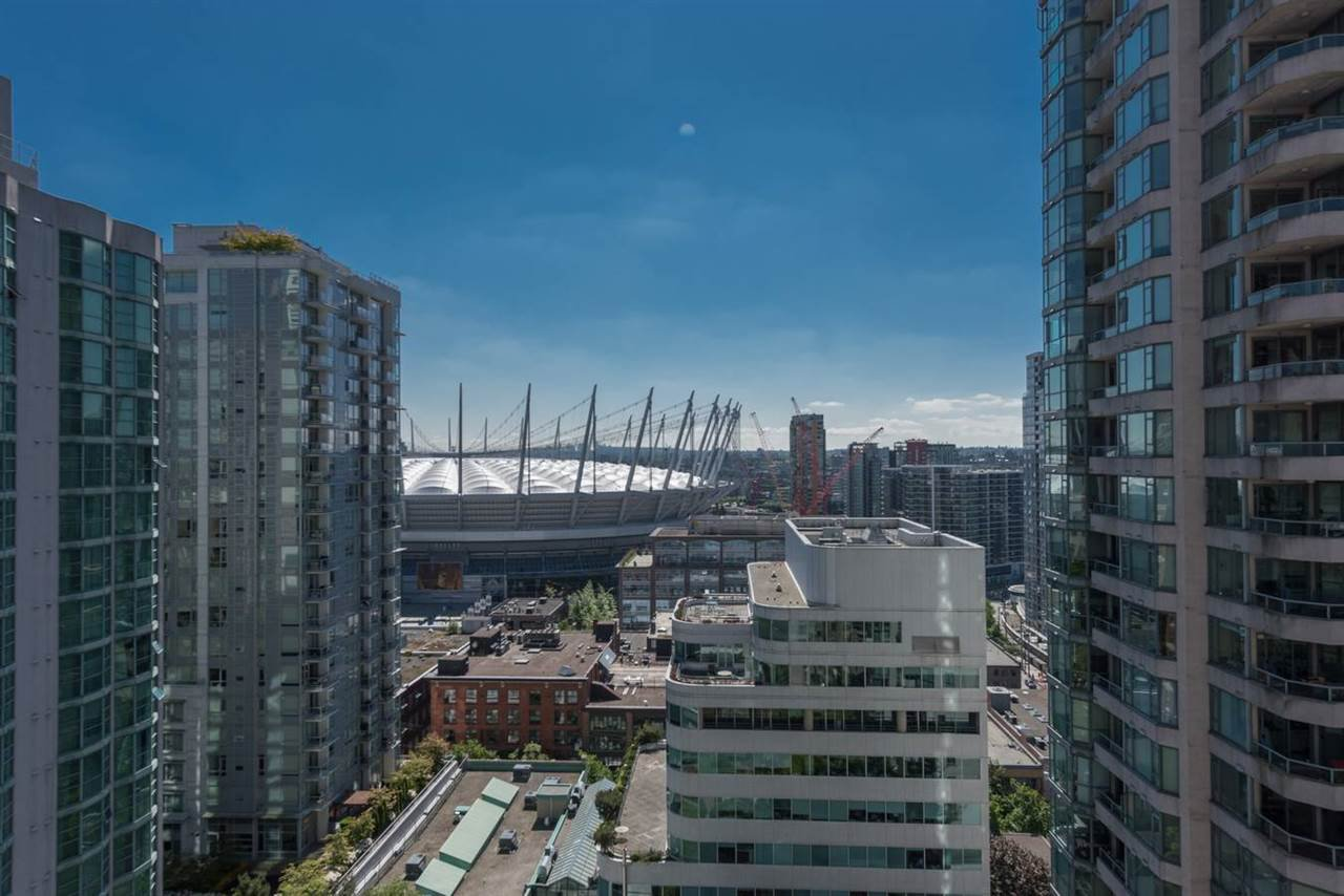Main Photo: 2002 867 HAMILTON STREET in : Downtown VW Condo for sale : MLS®# R2070390