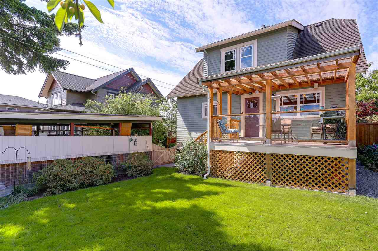 "Photo 20: Photos: 837 FOURTEENTH Street in New Westminster: West End NW House for sale in ""WEST END"" : MLS®# R2179142"