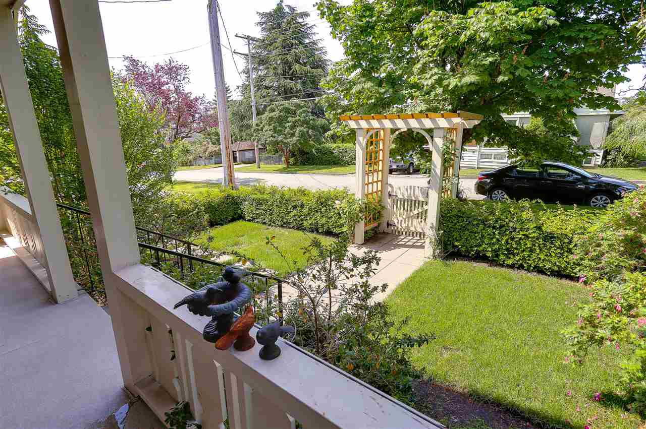 "Photo 2: Photos: 837 FOURTEENTH Street in New Westminster: West End NW House for sale in ""WEST END"" : MLS®# R2179142"