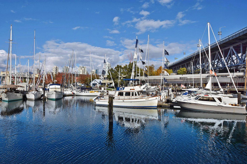 """Main Photo: 202 1502 ISLAND PARK Walk in Vancouver: False Creek Condo for sale in """"THE LAGOONS"""" (Vancouver West)  : MLS®# R2214585"""