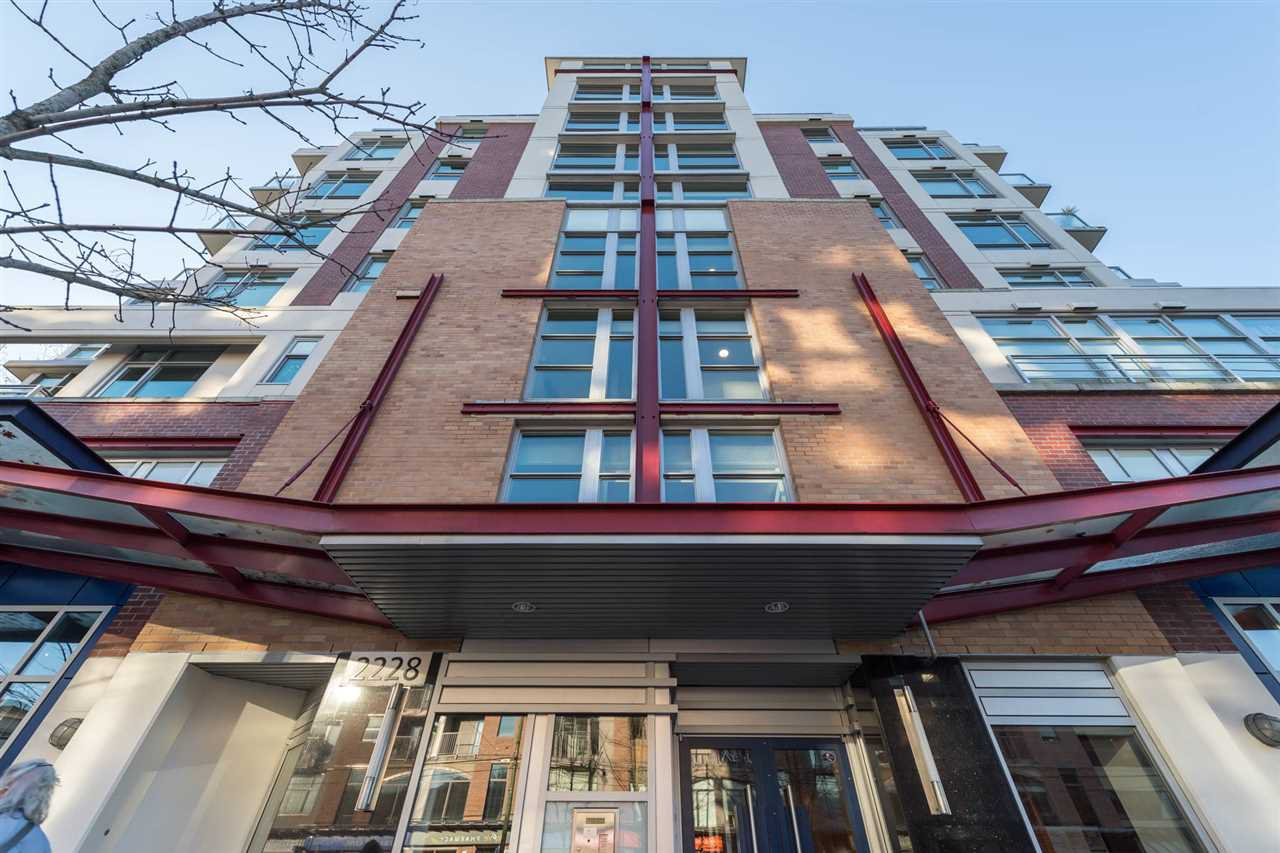 "Main Photo: PH802 2228 W BROADWAY in Vancouver: Kitsilano Condo for sale in ""The Vine"" (Vancouver West)  : MLS®# R2227819"