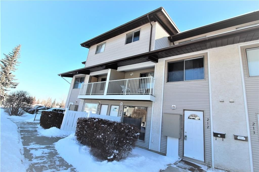 Main Photo: 212 200 BROOKPARK Drive SW in Calgary: Braeside House for sale : MLS®# C4166697