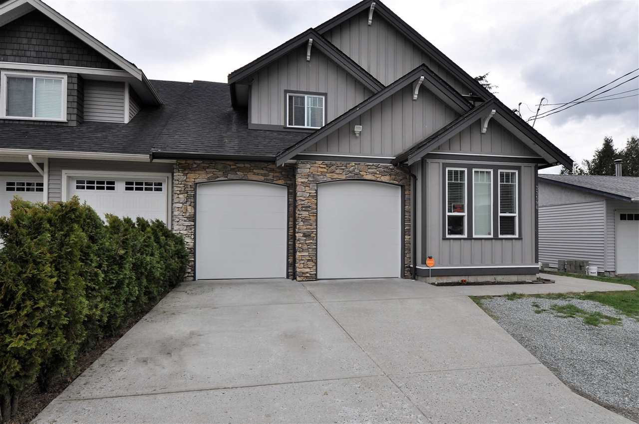 Main Photo: 33590 2ND Avenue in Mission: Mission BC House for sale : MLS®# R2253185