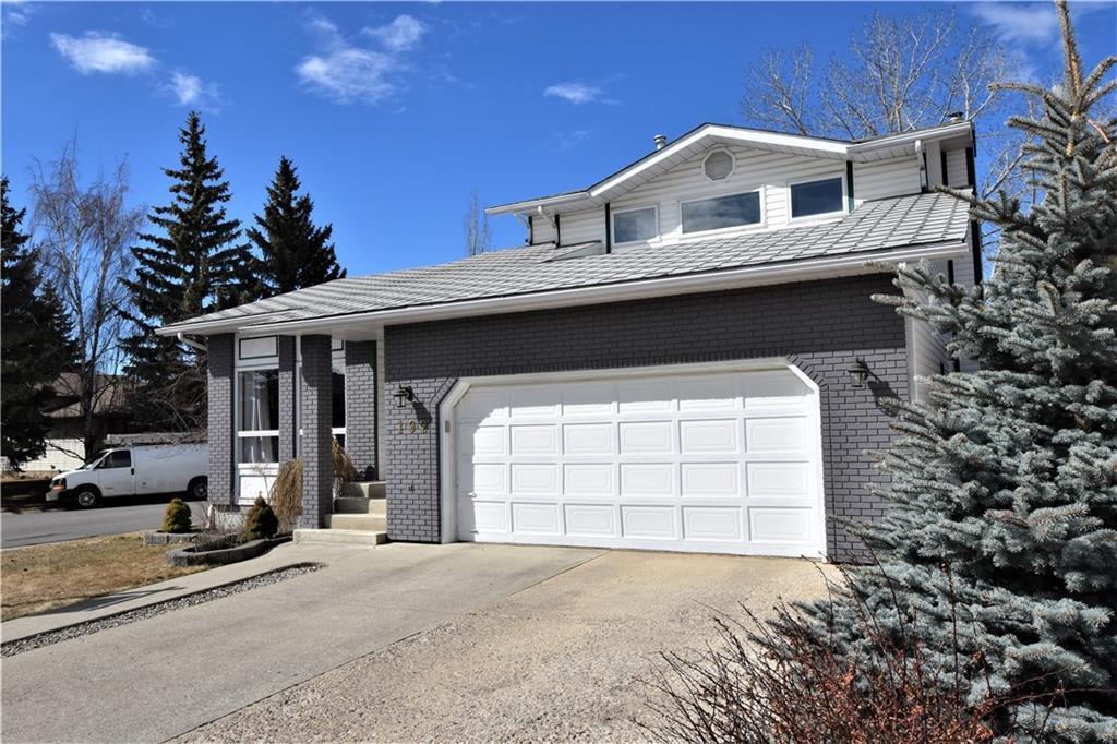 Main Photo: 192 WOODGLEN Way SW in Calgary: Woodbine Detached for sale : MLS®# C4238059