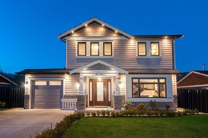 Main Photo: 1350 SOWDEN Street in North Vancouver: Norgate House for sale : MLS®# R2386683