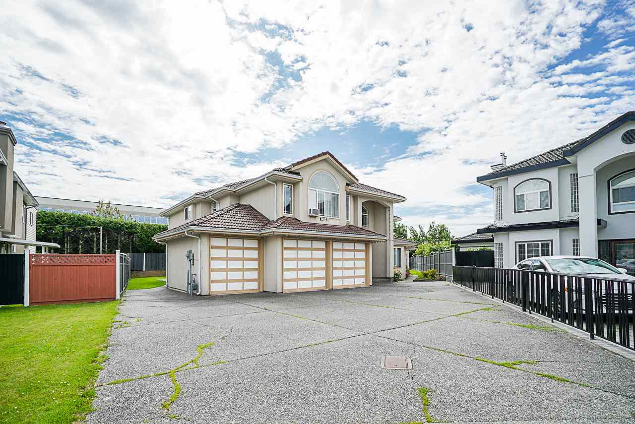 Main Photo: 7504 129A Street in Surrey: West Newton House for sale : MLS®# R2469464