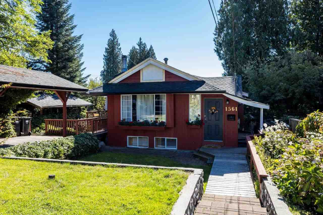 """Main Photo: 1561 DOVERCOURT Road in North Vancouver: Lynn Valley House for sale in """"Lynn Valley"""" : MLS®# R2502418"""