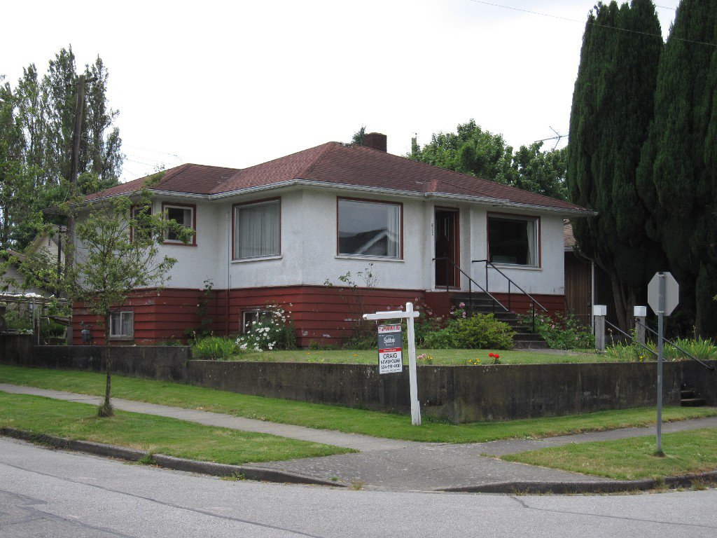 Main Photo: 394 East 35th ave. in Vancouver: House for sale : MLS®# V963797