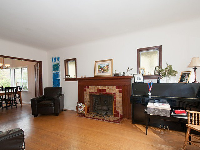 Photo 2: Photos: 4627 W 15TH Avenue in Vancouver: Point Grey House for sale (Vancouver West)  : MLS®# V1119378