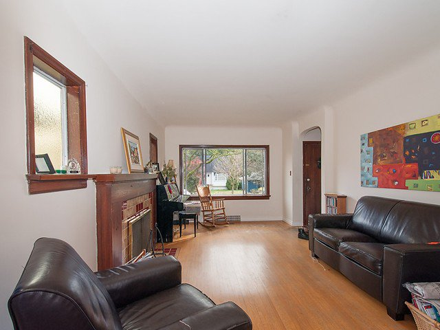Photo 3: Photos: 4627 W 15TH Avenue in Vancouver: Point Grey House for sale (Vancouver West)  : MLS®# V1119378