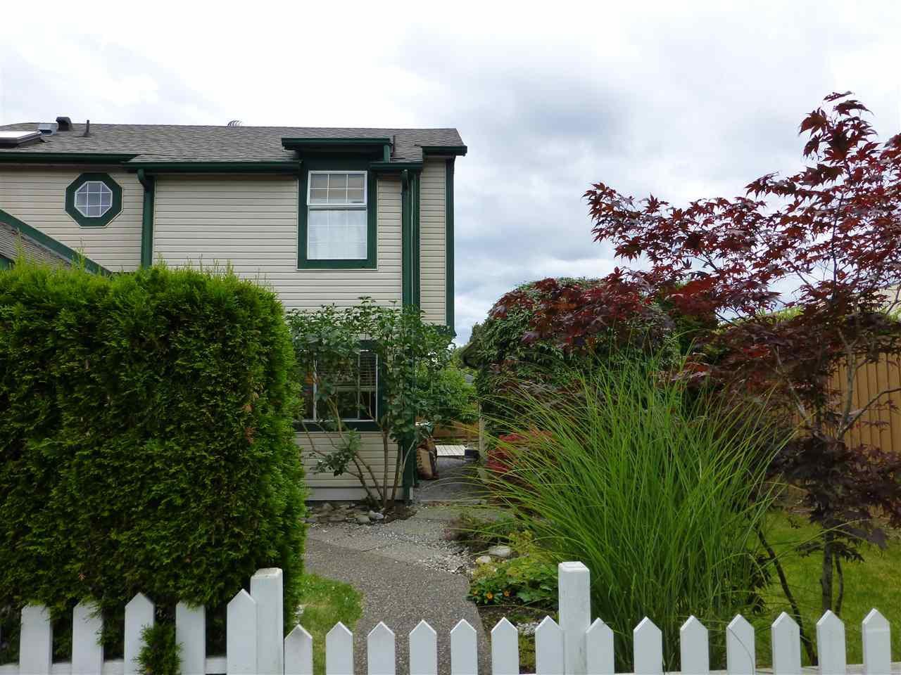 "Main Photo: 207 20675 118 Avenue in Maple Ridge: Southwest Maple Ridge Townhouse for sale in ""ARBORWYNDE"" : MLS®# R2088105"