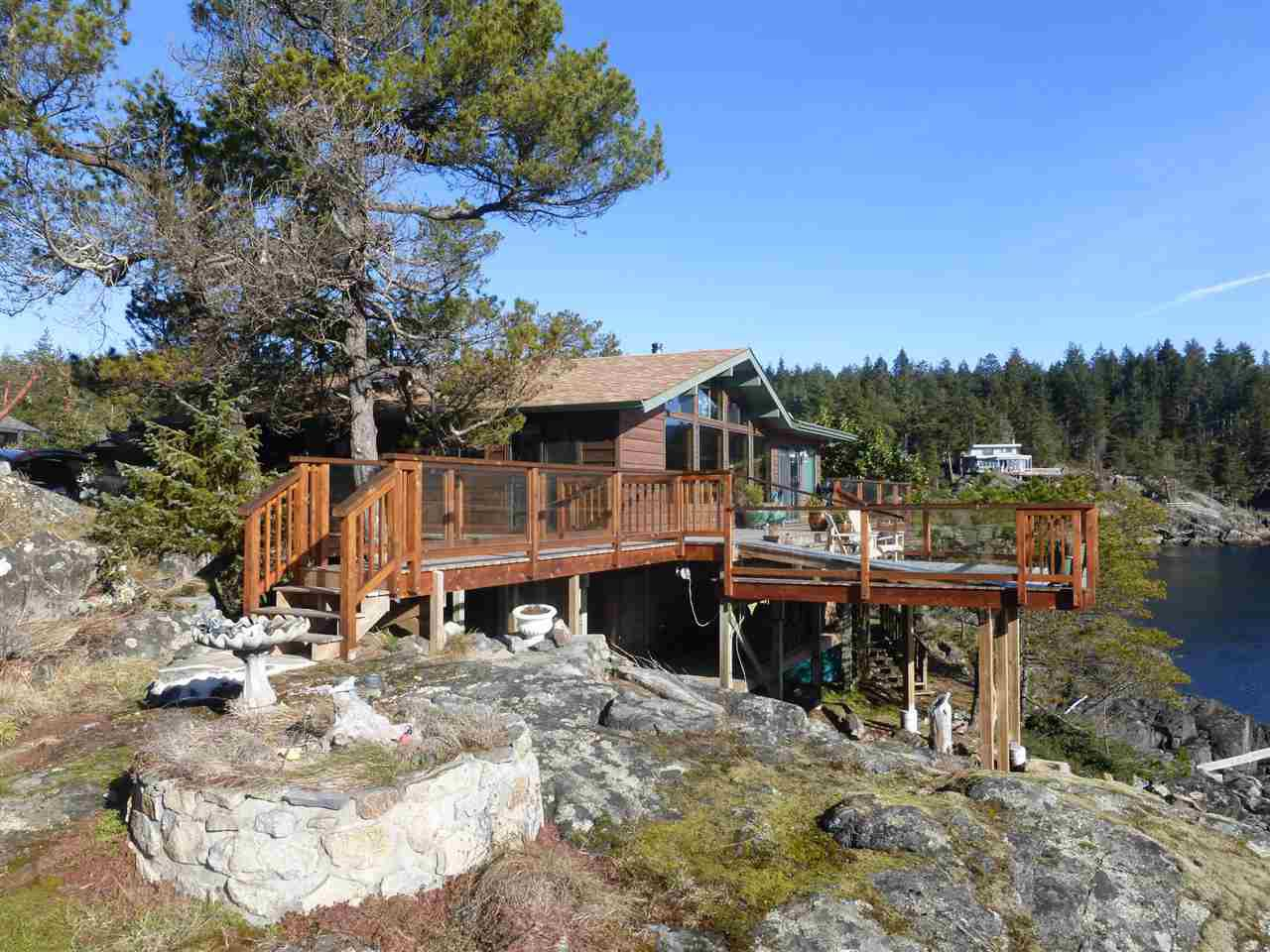 Main Photo: 5004 SHERMAN Lane in Halfmoon Bay: Halfmn Bay Secret Cv Redroofs House for sale (Sunshine Coast)  : MLS®# R2138496