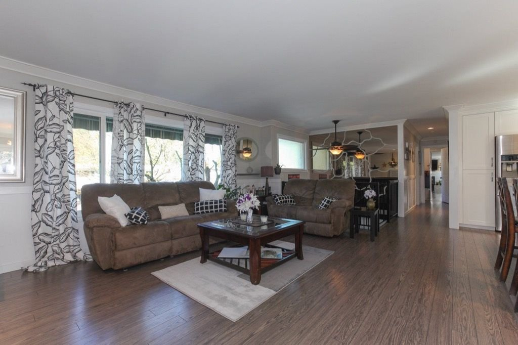 Photo 4: Photos: 4430 196A Street in Langley: Brookswood Langley House for sale : MLS®# R2292754