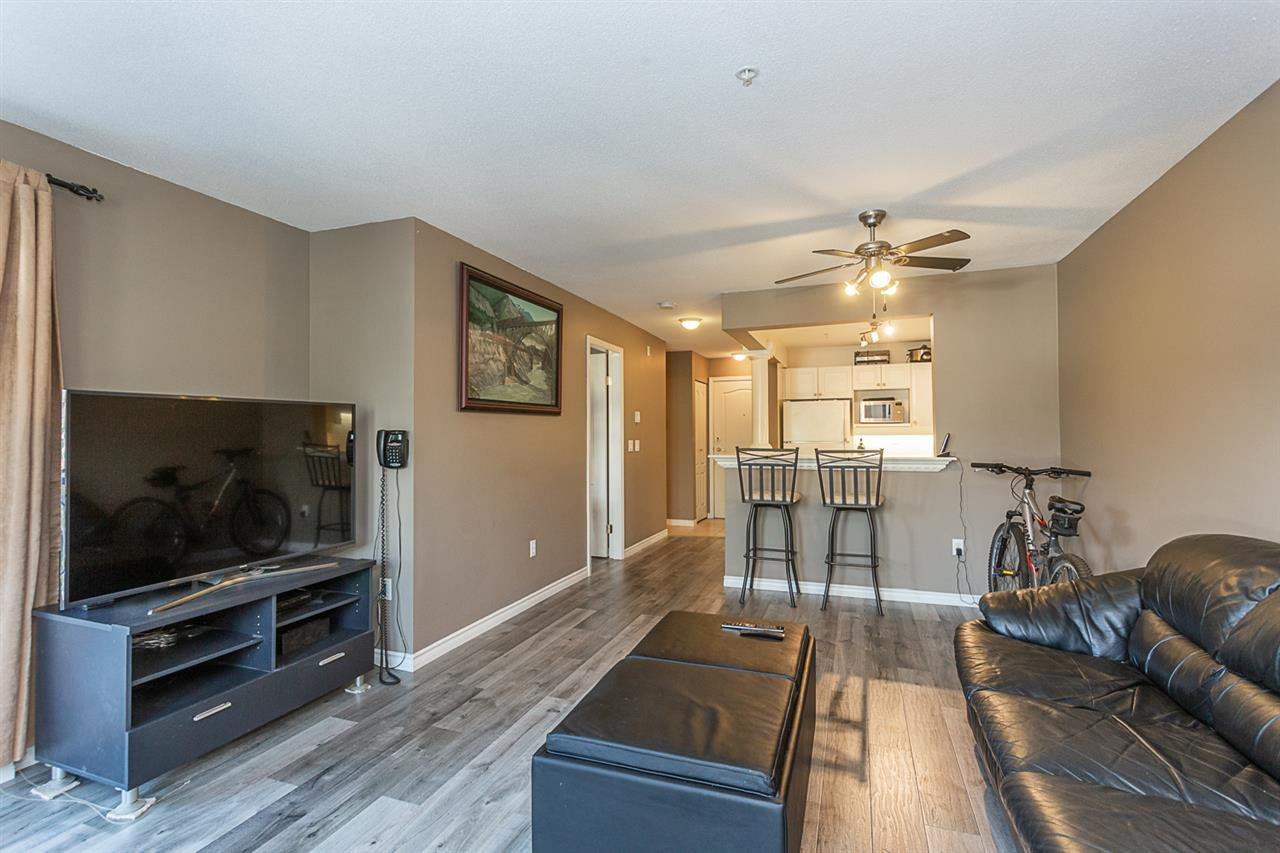 "Photo 4: Photos: 307 1669 GRANT Avenue in Port Coquitlam: Glenwood PQ Condo for sale in ""The Charleston"" : MLS®# R2308658"