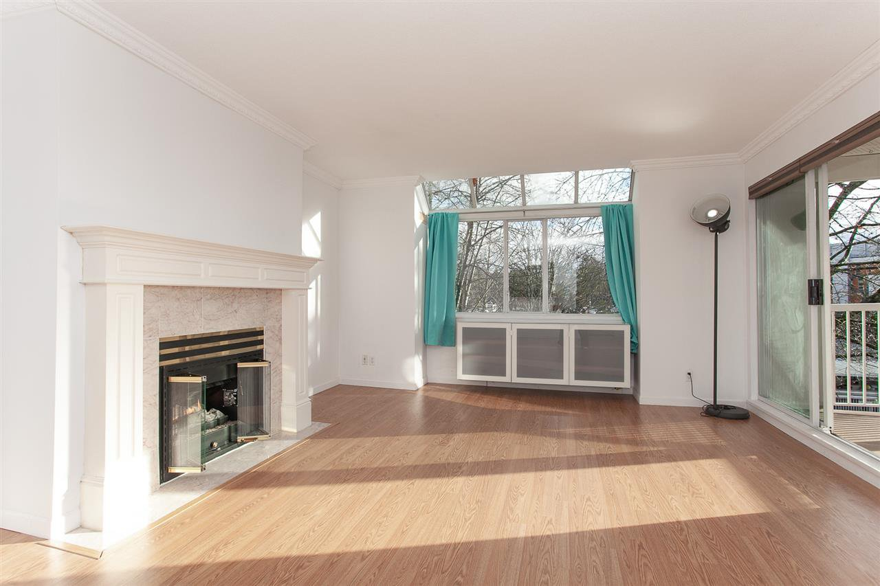 """Photo 4: Photos: 305 9767 140 Street in Surrey: Whalley Condo for sale in """"FRASER GATE"""" (North Surrey)  : MLS®# R2347201"""