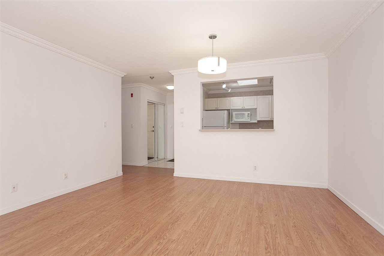 """Photo 8: Photos: 305 9767 140 Street in Surrey: Whalley Condo for sale in """"FRASER GATE"""" (North Surrey)  : MLS®# R2347201"""